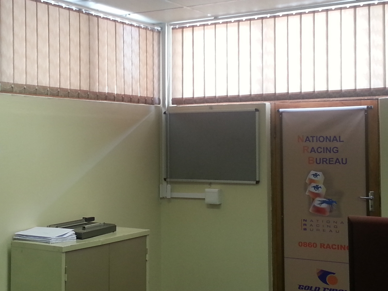 artmic blinds and curtains b10